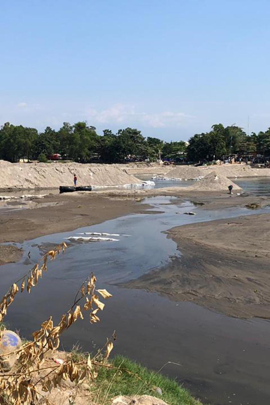 Río Suchiate sin rastro de migrantes este viernes.