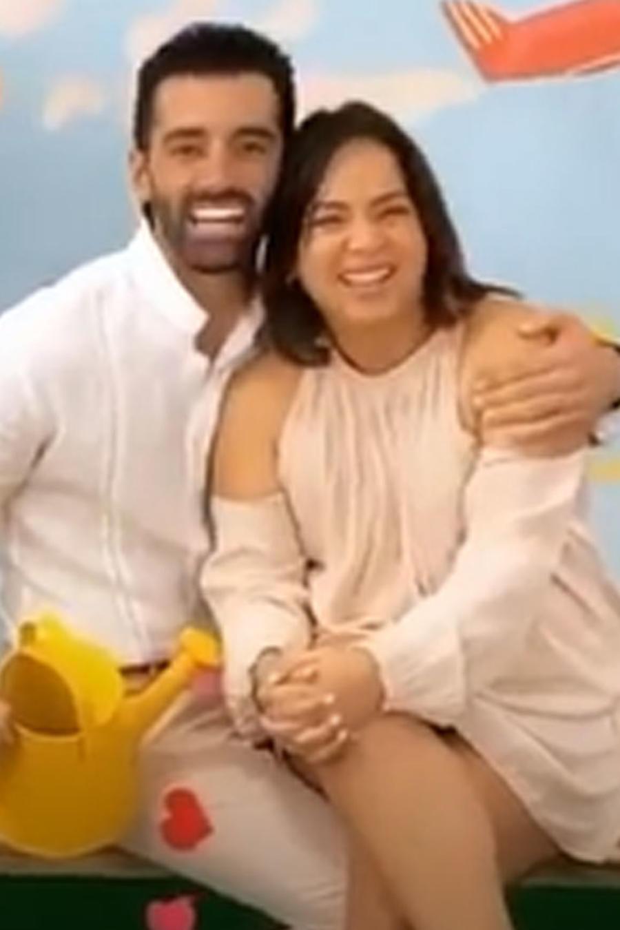 Adamari López con Toni Costa en photoshoot