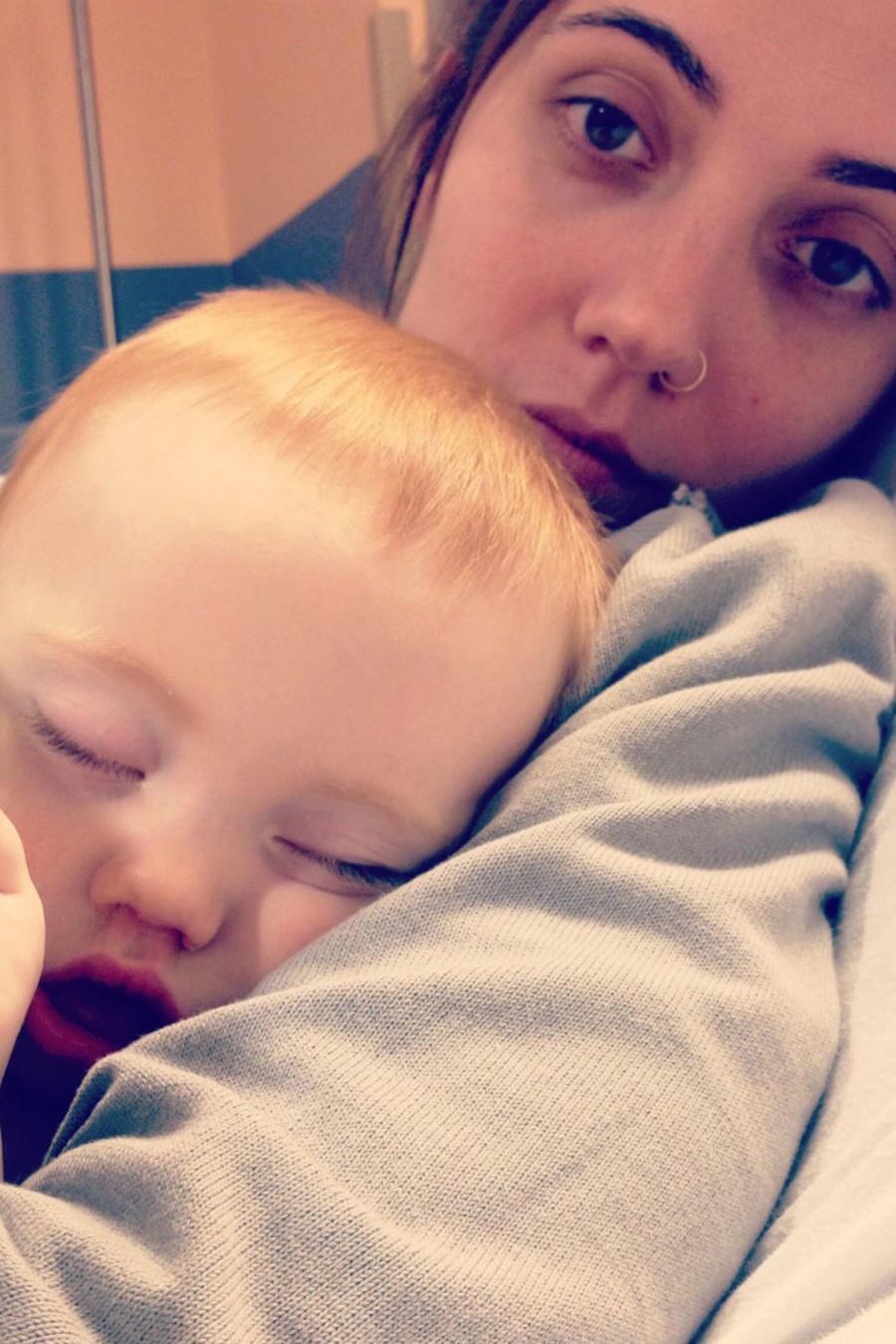 Mamá y bebé en el hospital