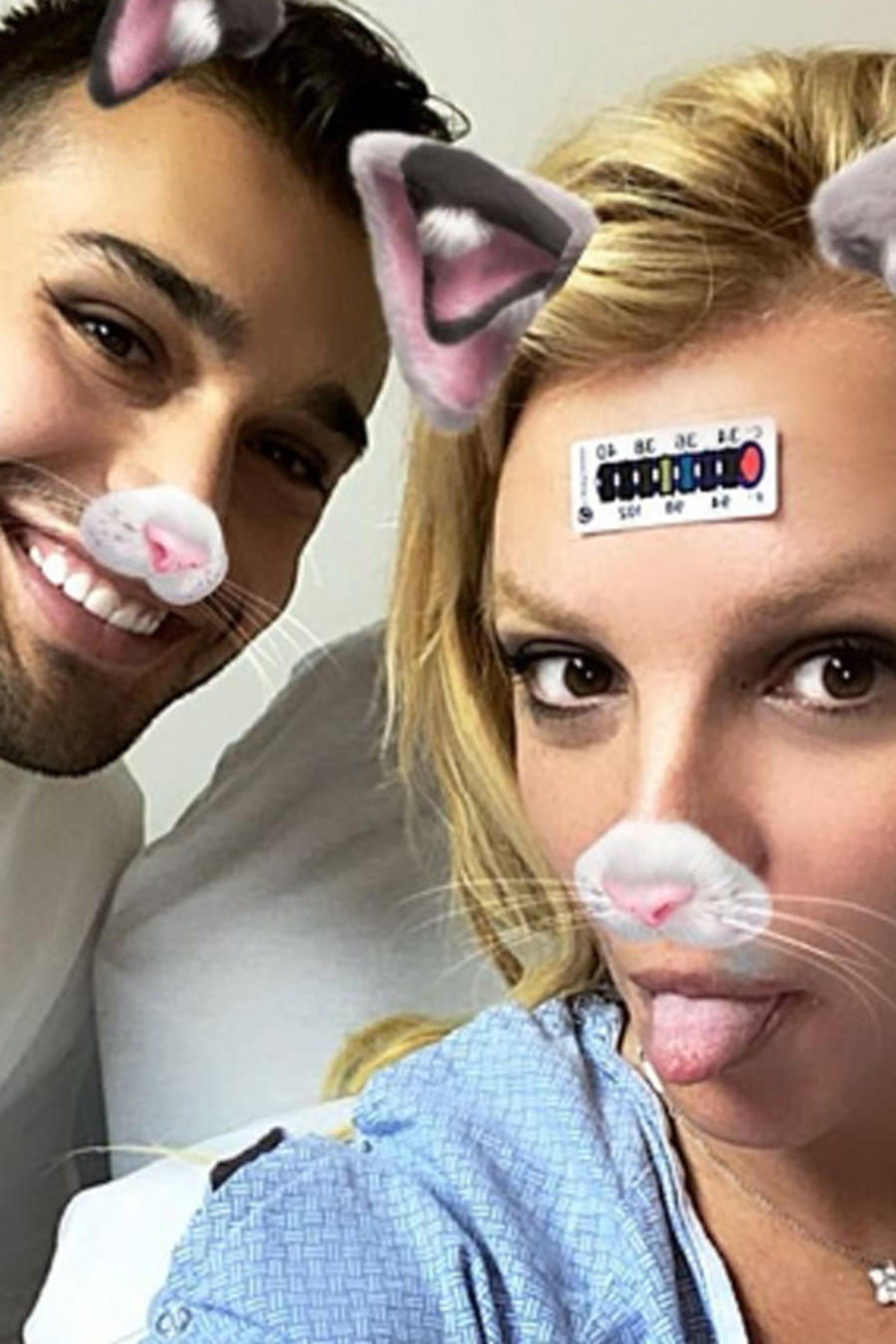 Britney Spears y Sam Asghari en el hospital