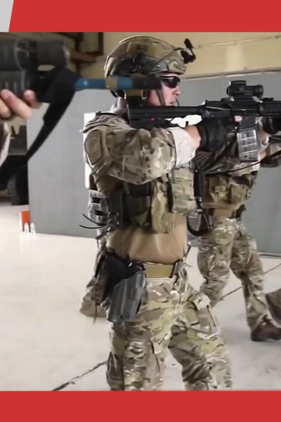ICE redadas con agentes tácticos
