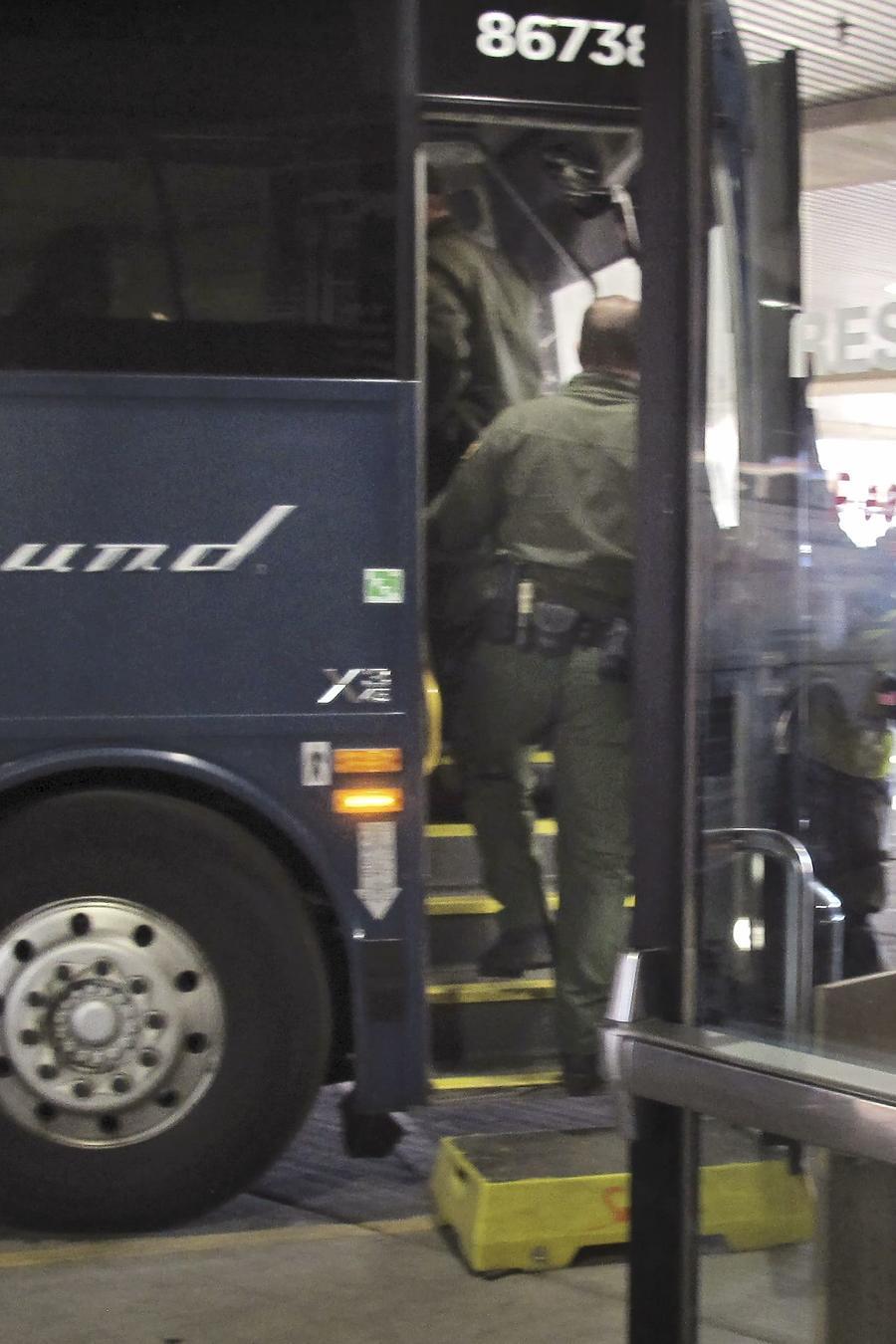 Agentes de Aduanas y Protección Fronteriza abordaron un autobús de Greyhound