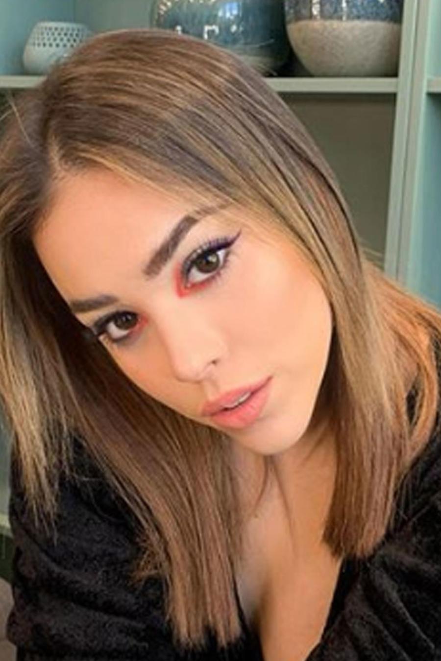 Danna Paola posando sexy