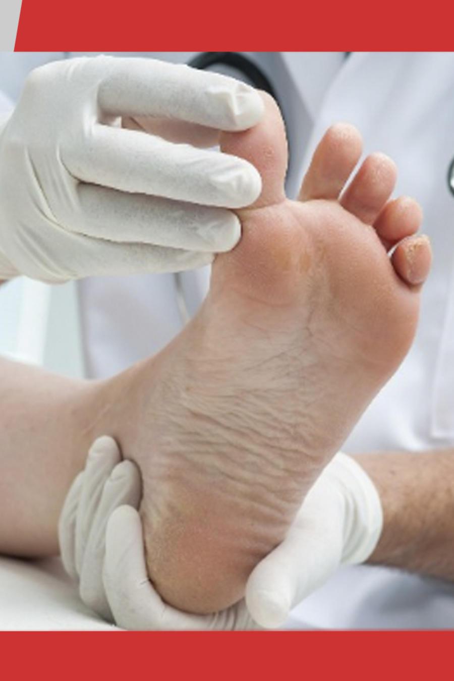 Le chupan los pies en el hospital