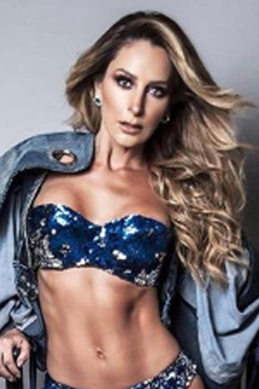 Geraldine Bazán con bikini de lentejuelas