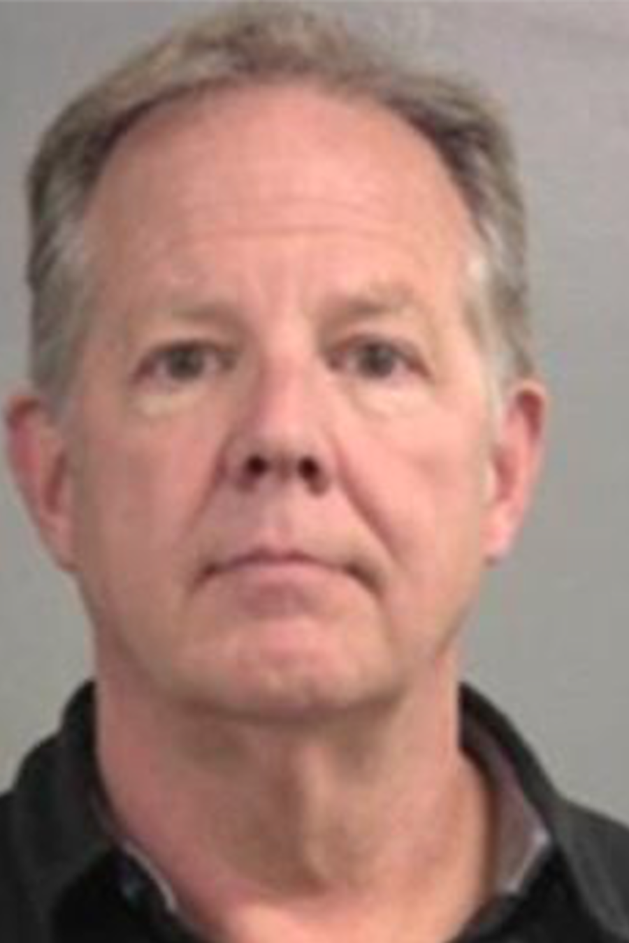 El doctor John Rademaker fue acusado de estrangulamiento en primer grado y tres cargos de acoso con contacto físico por el altercado, que sucedió el pasado 3 de abril.