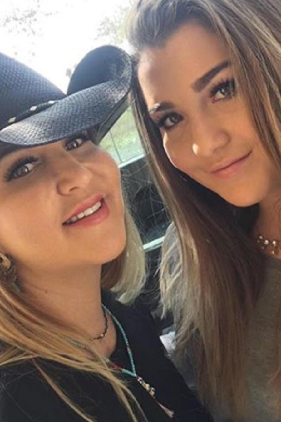 Alicia Villareal y su hija