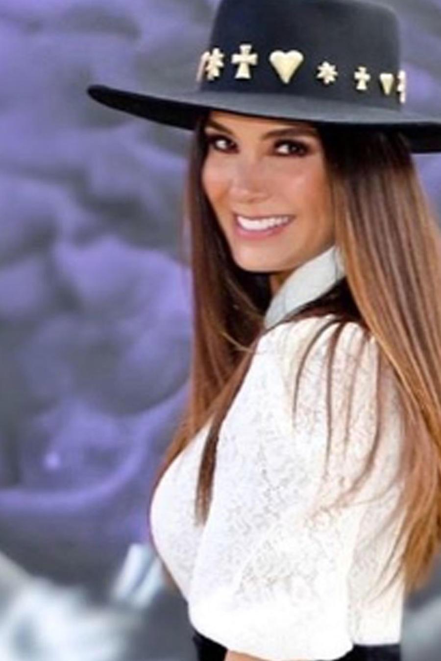 Elizabeth Gutiérrez posando muy sonriente
