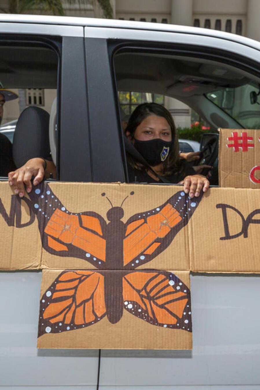 Una familia de inmigrantes manifiesta su apoyo al programa DACA en Los Ángeles, el pasado mes de junio.