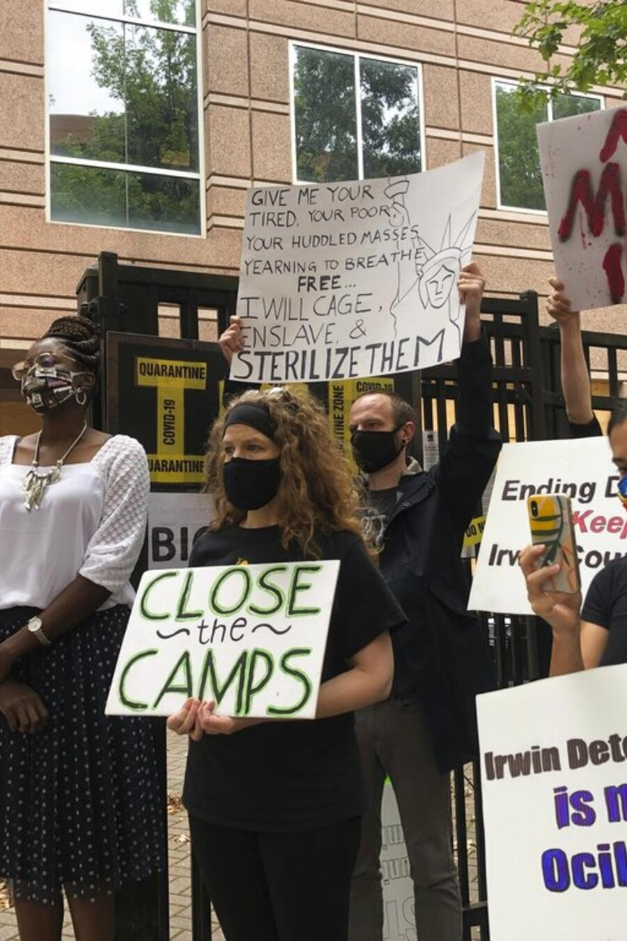 Activistas exigen puesta en libertad de inmigrante camerunés, Pauline Binam