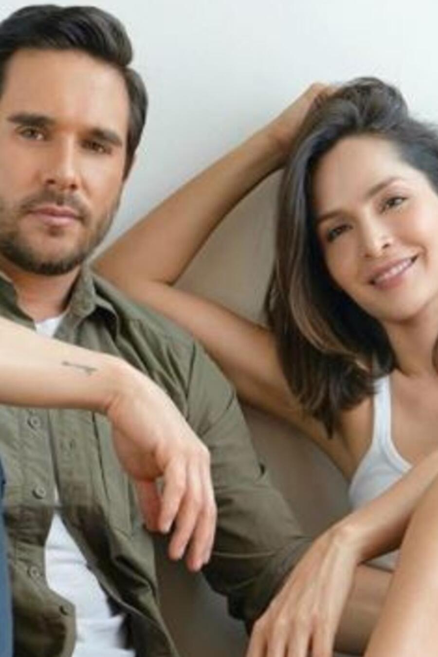 Carmen Villalobos y Sebastián Caicedo posando juntos