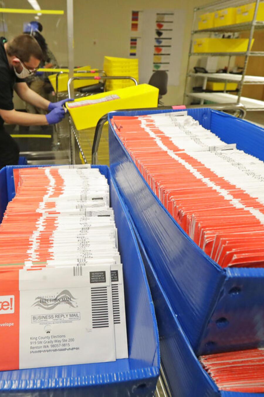 Cientos de estadounidenses ejercen su derecho a marcar una boleta desde casa