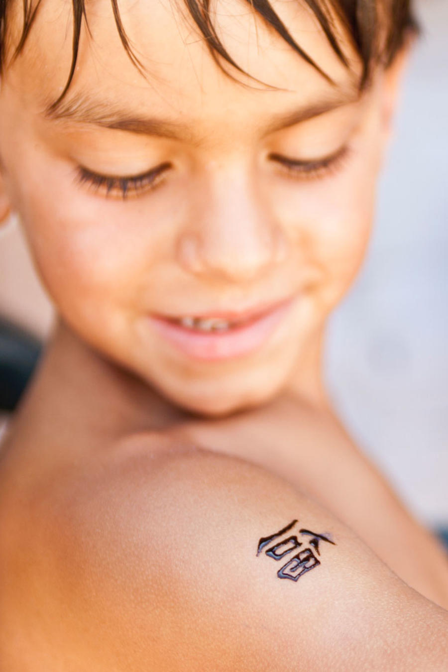Niño tatuado