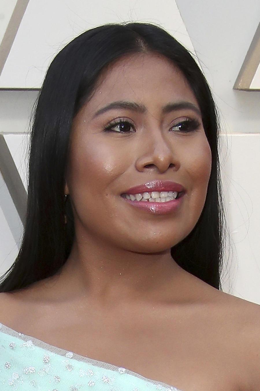 Yalitza Aparicio sonriendo