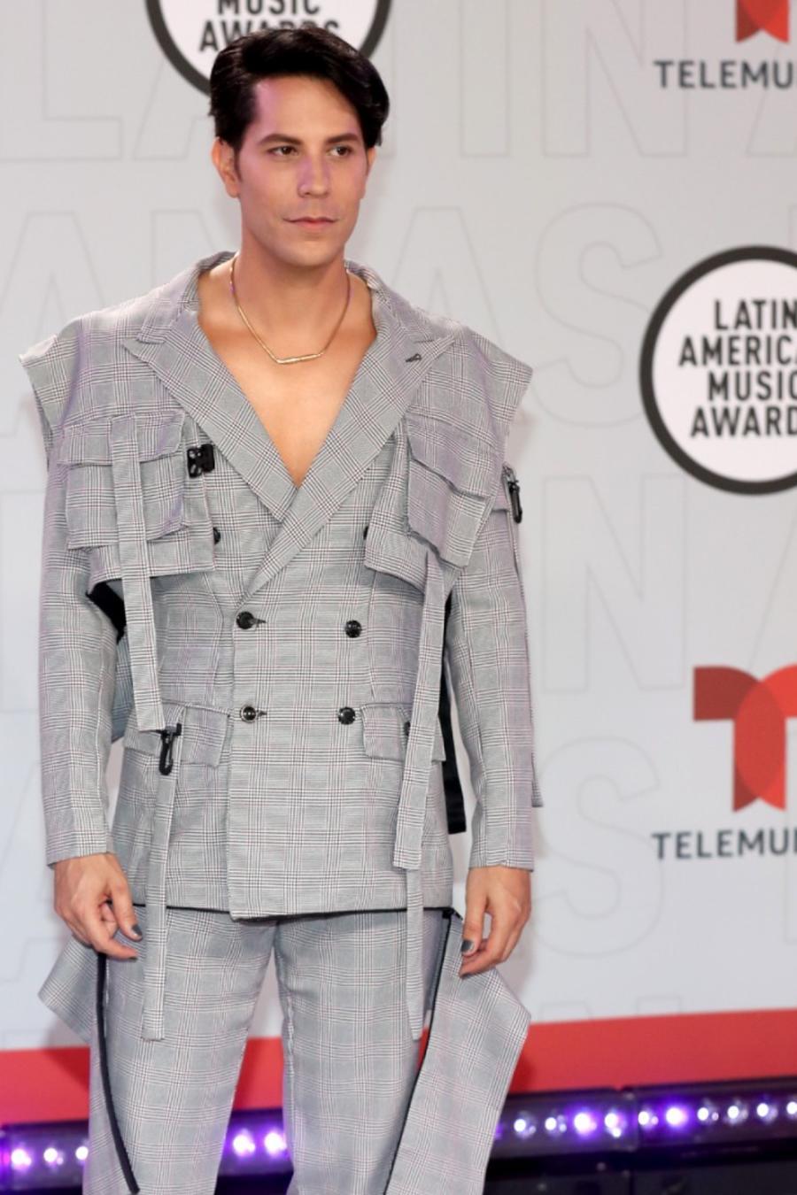 Juanes y Christian Chávez en la alfombra roja de los Latin American Music Awards 2021