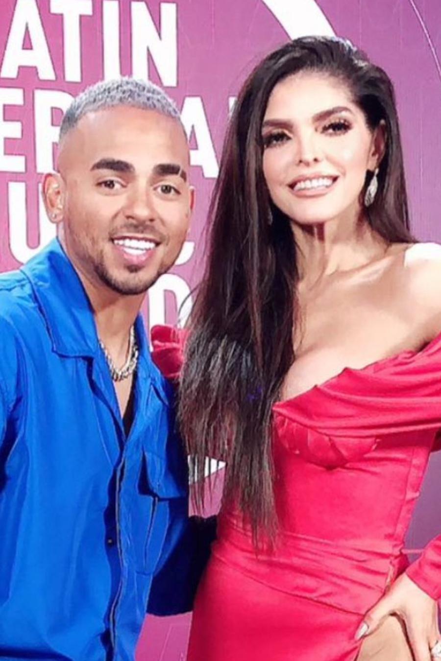 Ozuna y Ana Bárbara en el backstage de los Latin American Music Awards 2021