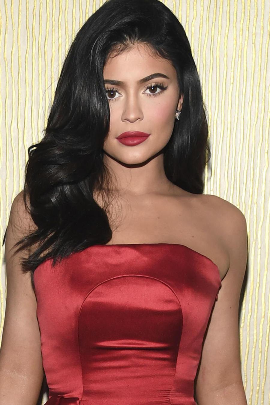Kylie Jenner mostrando su cintura
