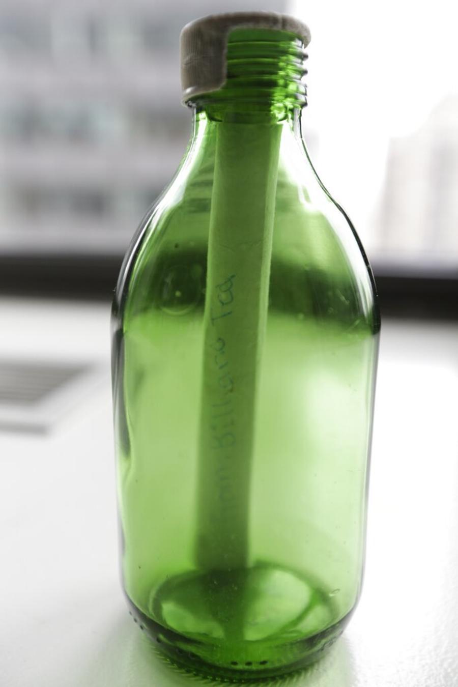 Imagen de archivo de una botella con mensaje