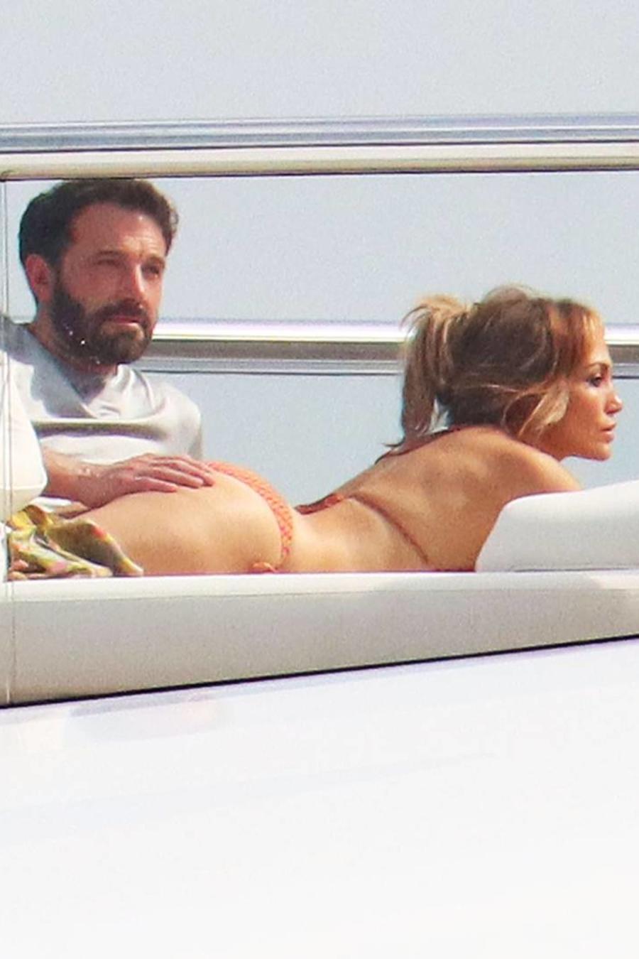 Ben Affleck y Jennifer Lopez en yate, viajando por Europa