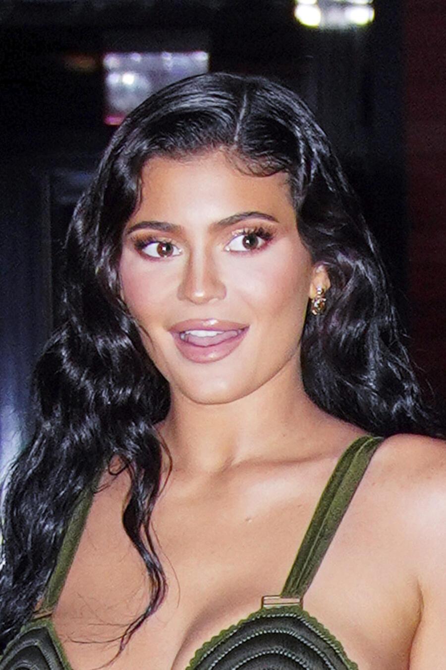Kylie Jenner feliz.