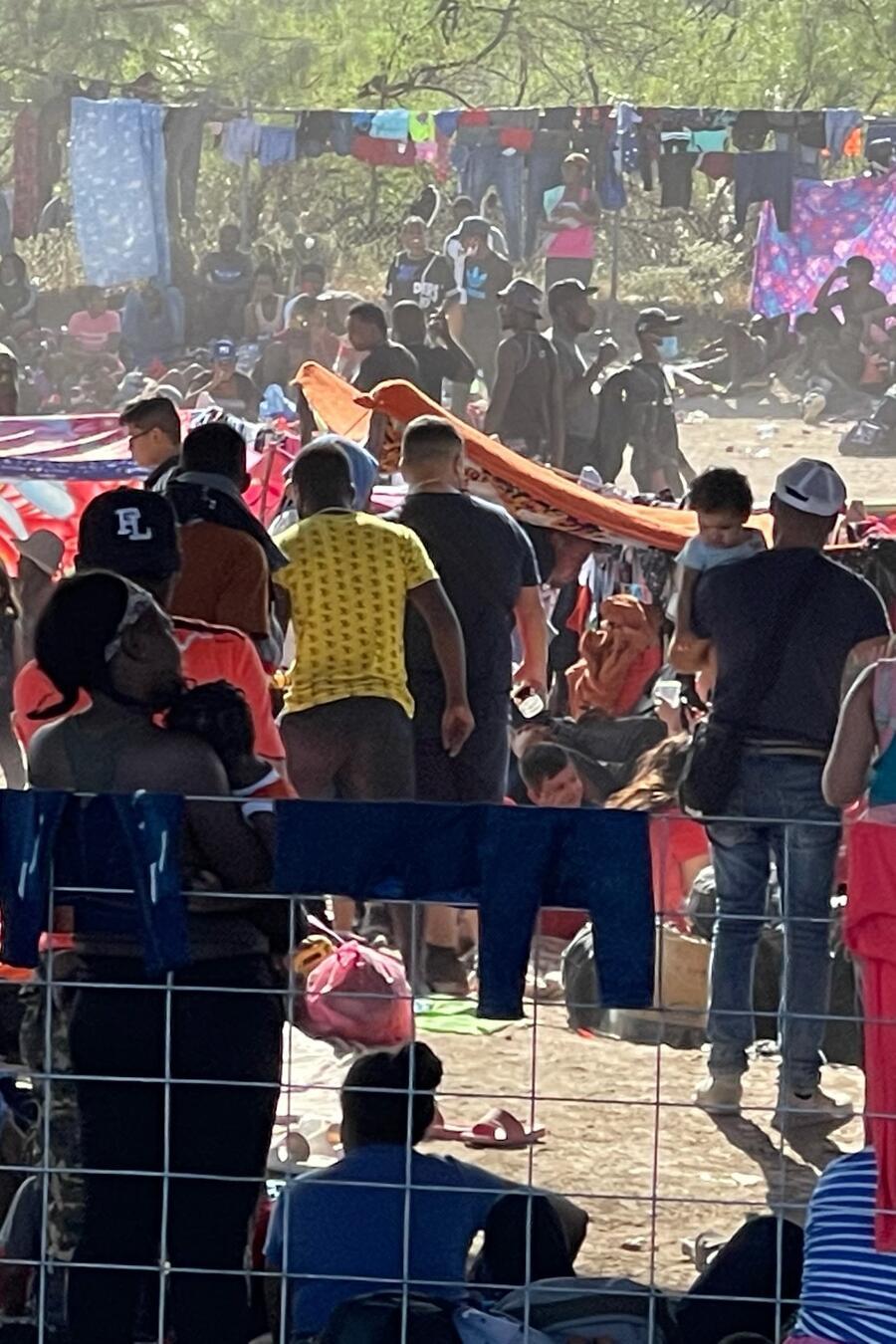 Miles de haitianos acampan en Texas tras un cruce fronterizo masivo