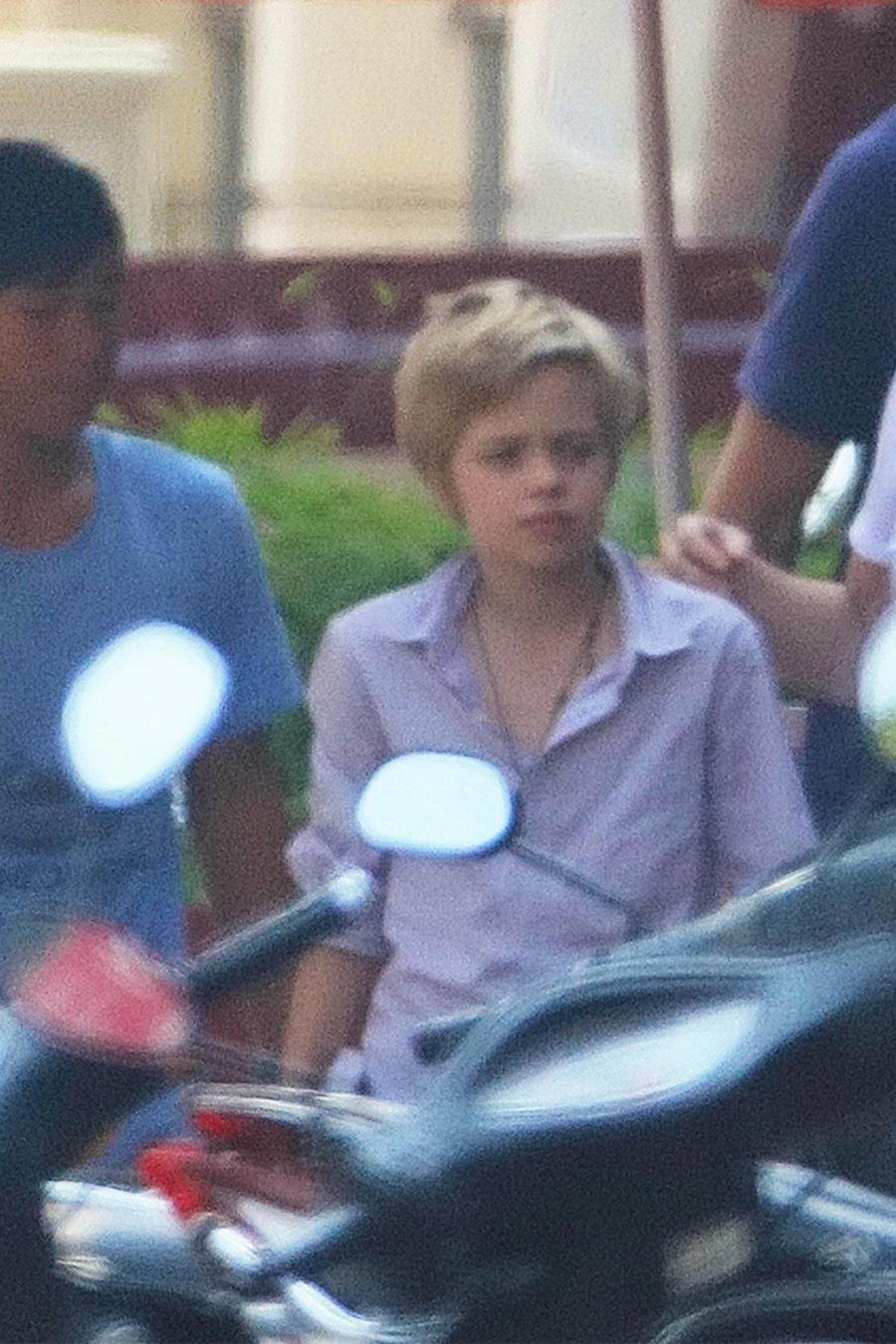 Shiloh y Pax Jolie-Pitt  durante su visita a Camboya.