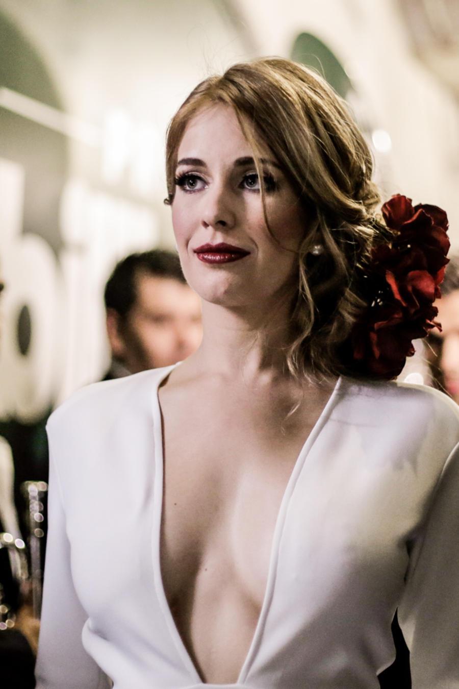Carmen Aub detrás de cámaras en Premios Billboard 2016