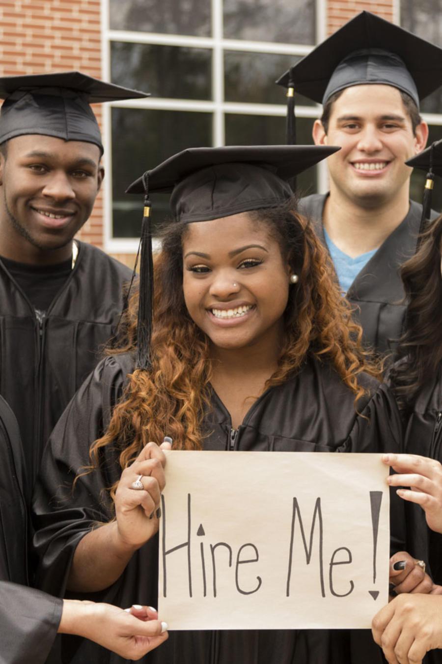 Graduados universitarios buscando empleo