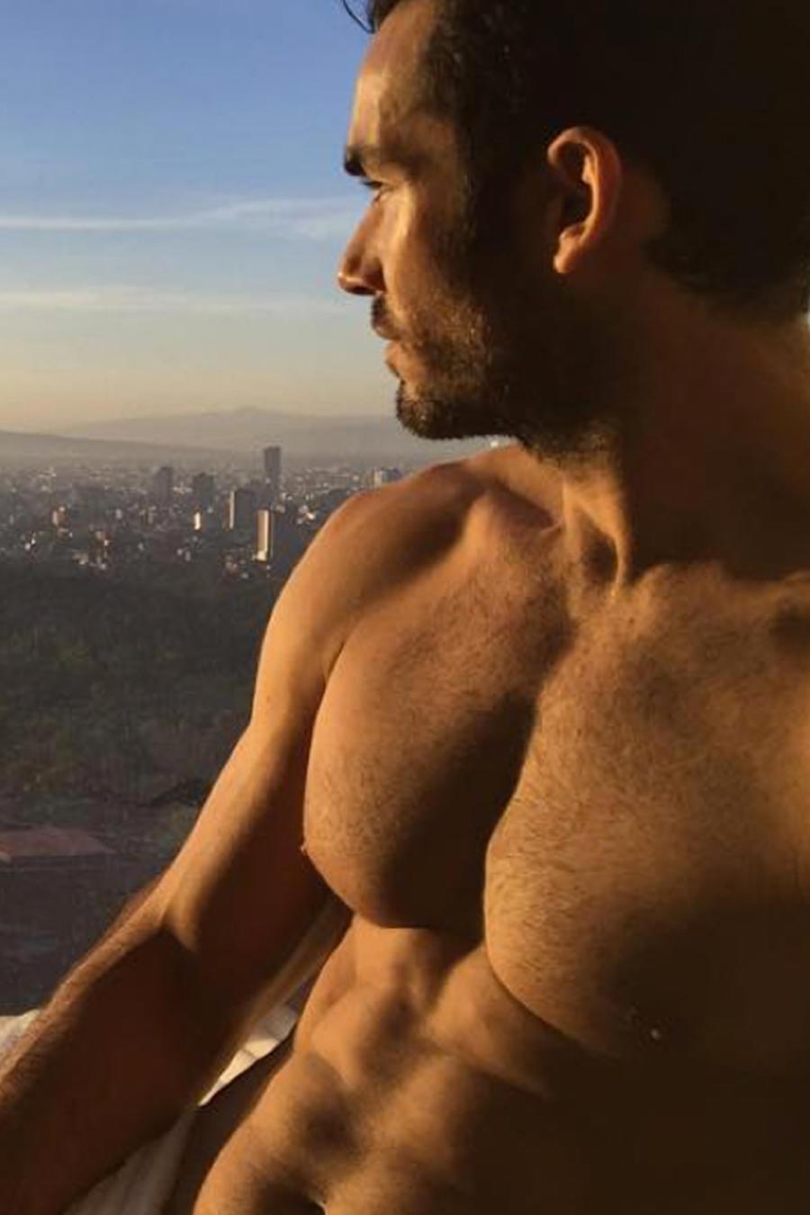 Sexy selfie de Aarón Díaz