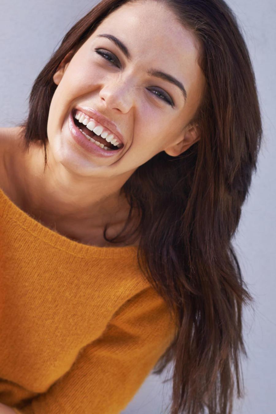 Mujer joven y con actitud positiva