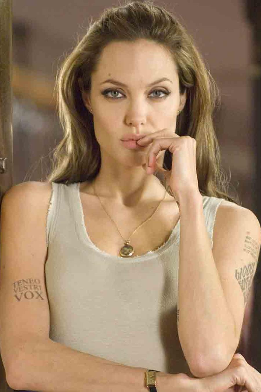 """Angelina Jolie interpretando a Fox en """"Wanted"""""""
