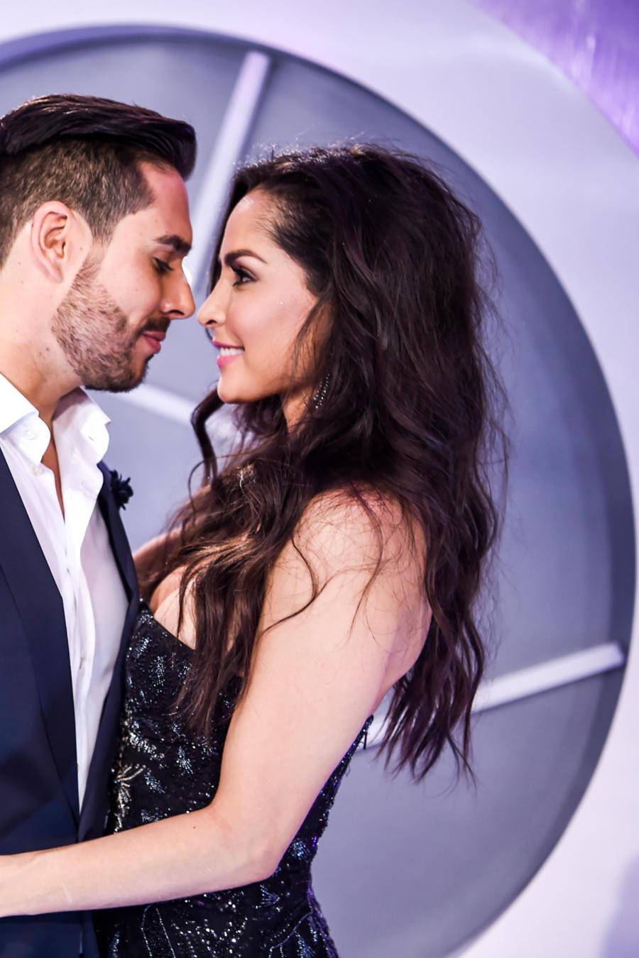 Carmen Villalobos y Sebastián Caicedo - Alfombra Azul Premios Tu Mundo 2016