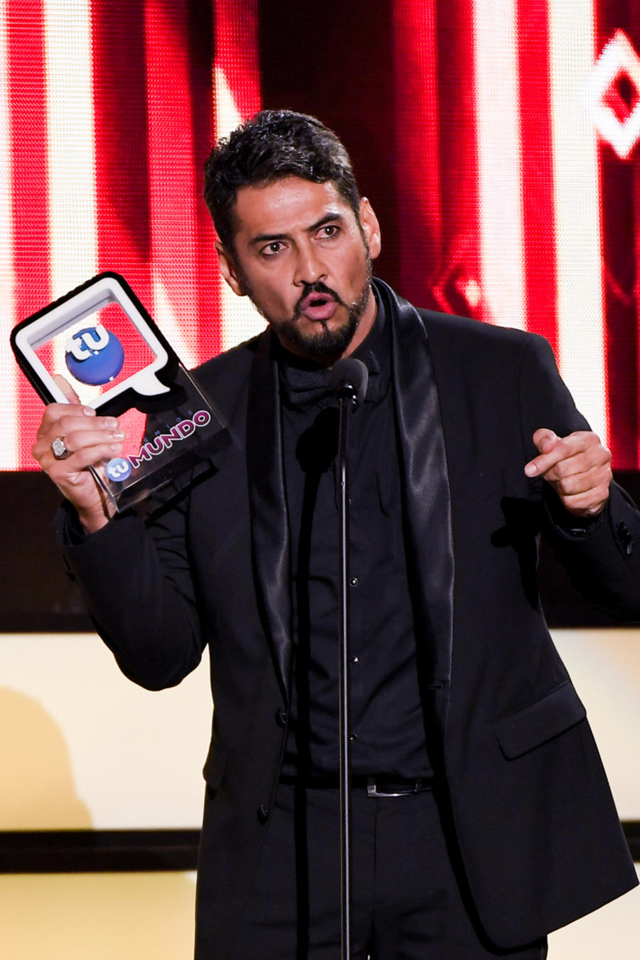 Gabriel Porras - Premios Tu Mundo 2016