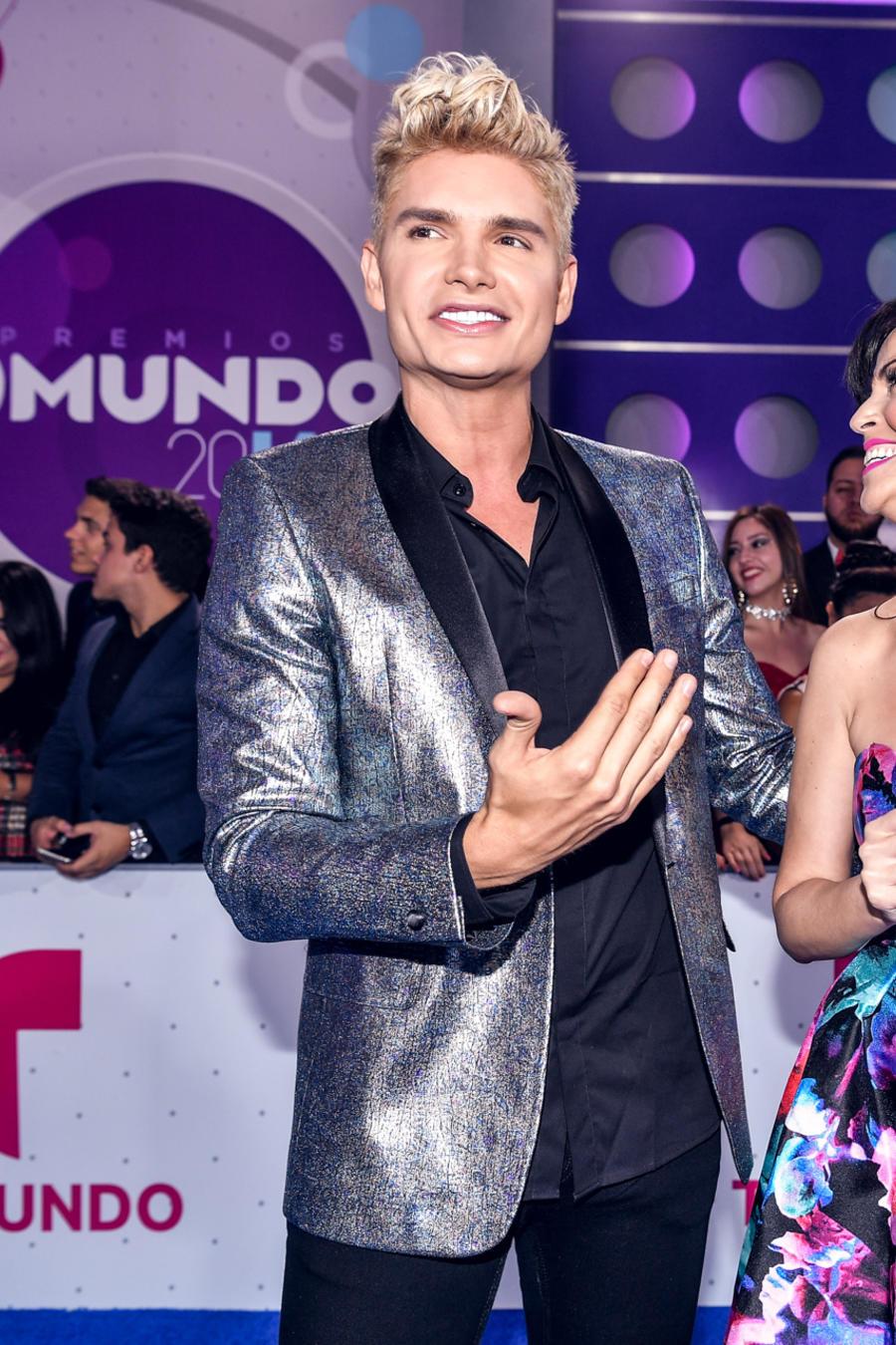 Christian Acosta Sandra Cires Alfombra Azul Premios Tu Mundo 2016