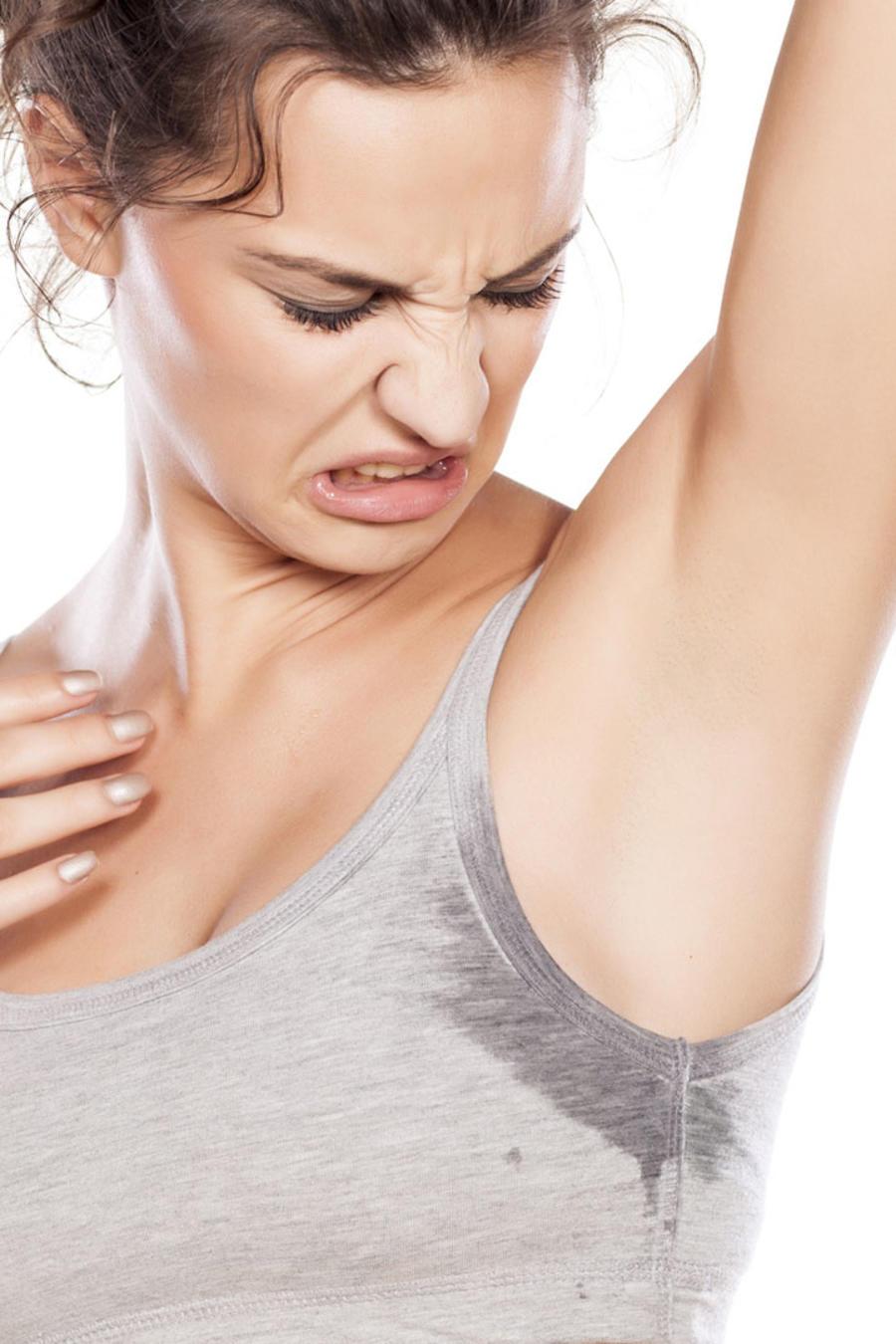 """El Dr Daniel Campos nos explica cómo tratar la """"sudoración excesiva"""" o Hiperhidrosis"""