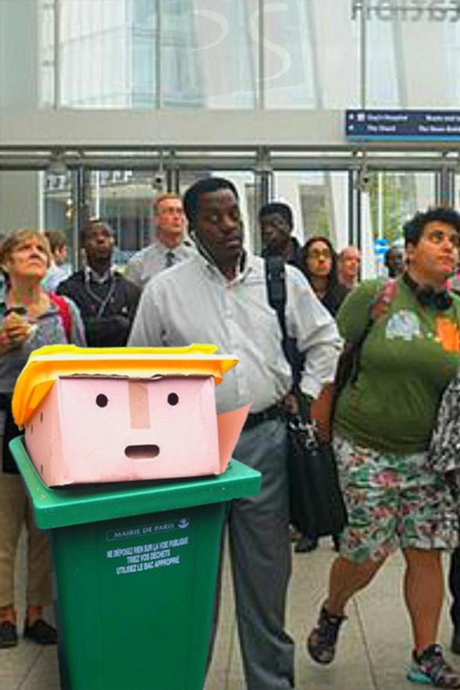 Donald the Bin esperando el tren en Londres.