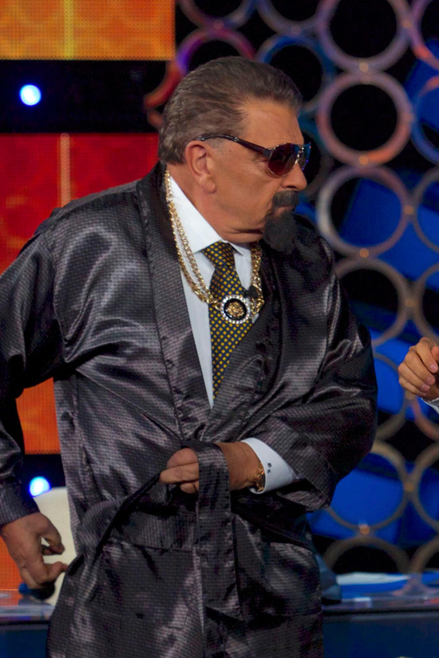 Don Francisco junto a Eugenio Derbez en acto de comedia en Don Francisco Te Invita