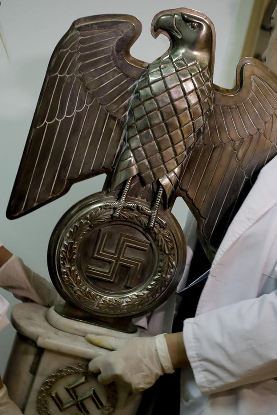 Hallan colección de objetos nazis