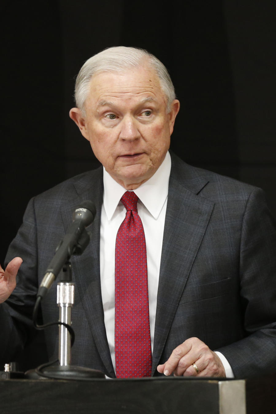 El fiscal general de EEUU, Jeff Sessions en conferencia de prensa