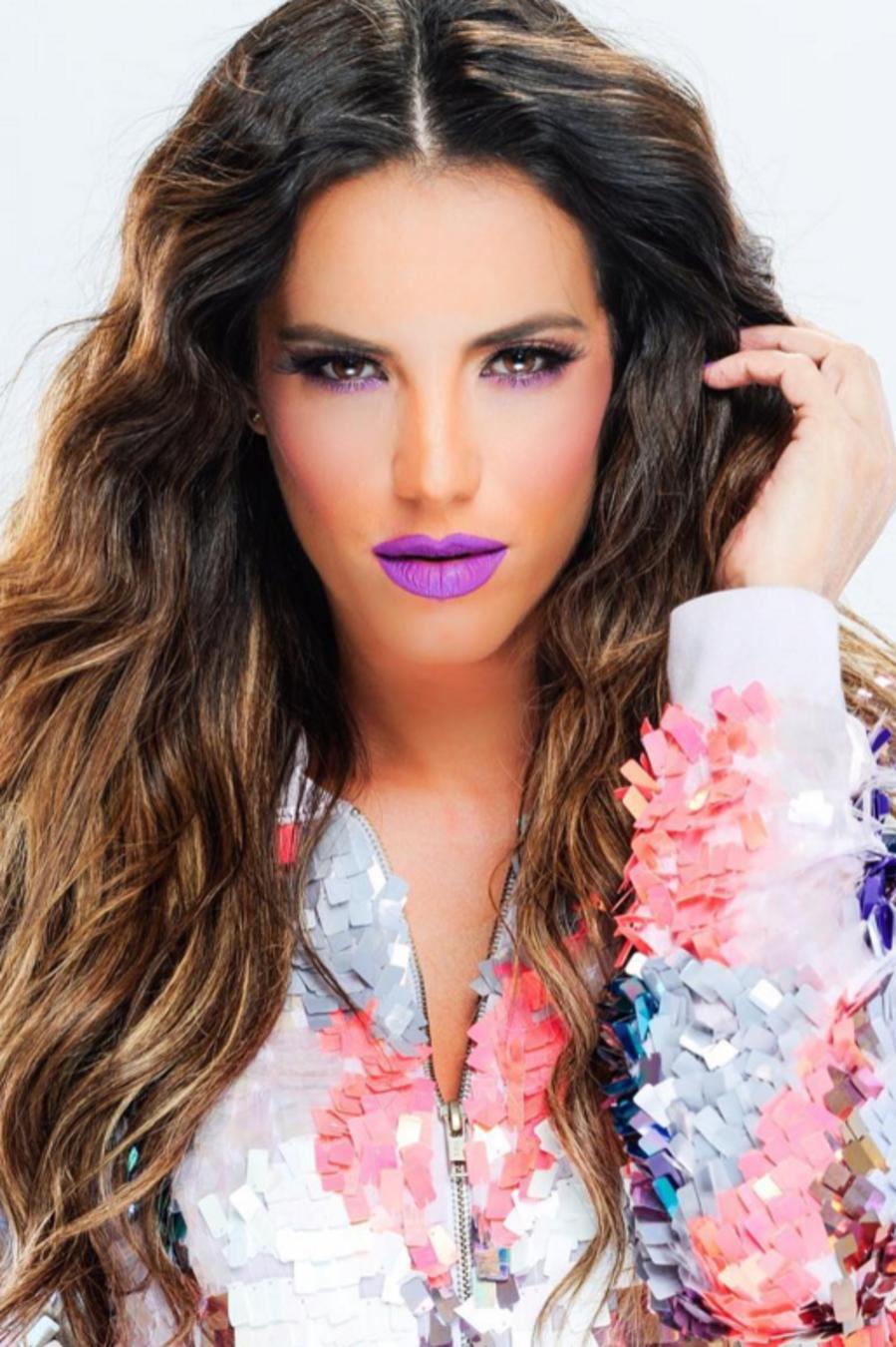 Gaby Espino muestra labios 5
