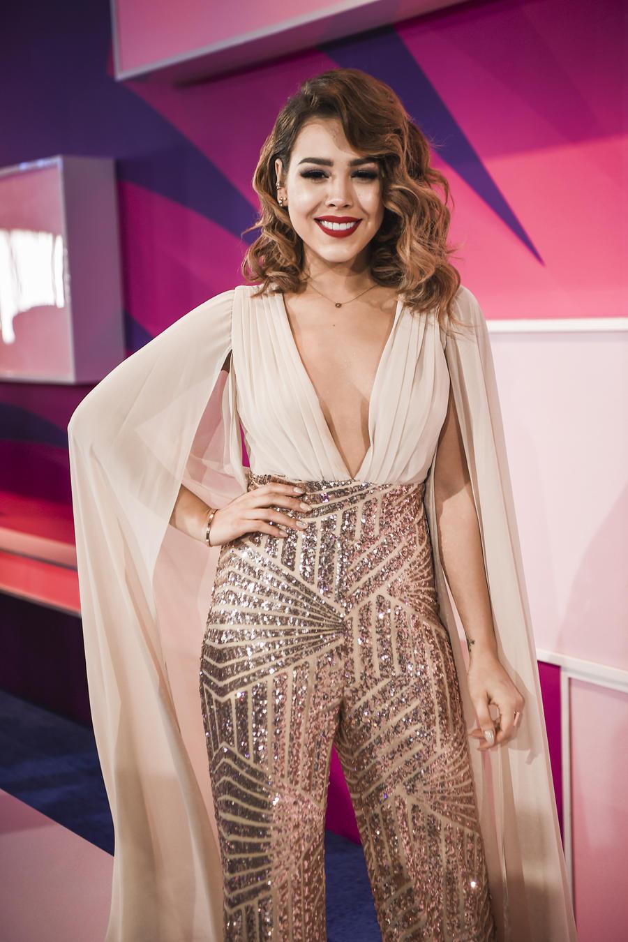 Las tendencias de moda de la alfombra de los Premios Tu Mundo 2017 (FOTOS)