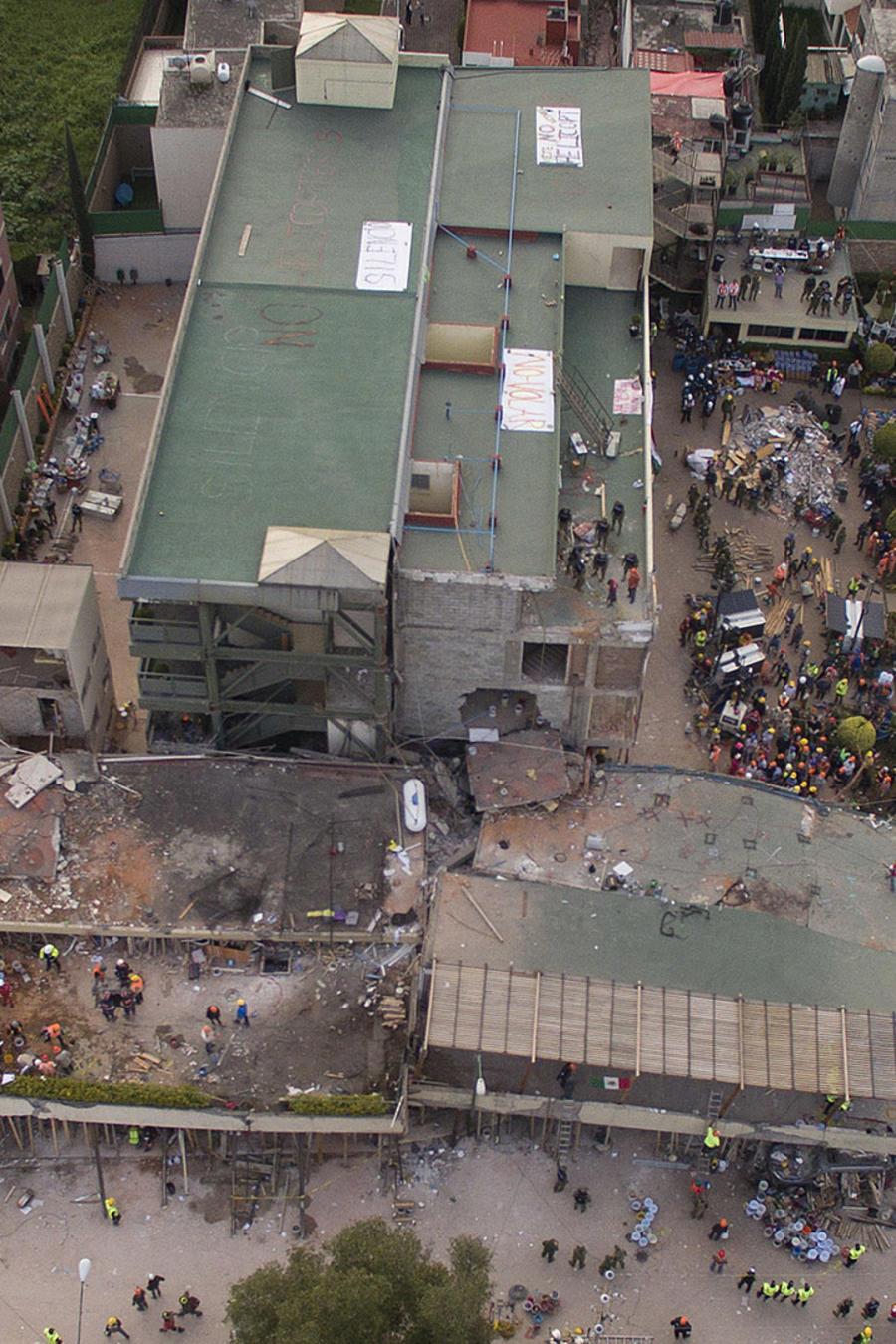 Vista desde el aire del colegio Enrique Rebsamen tras el terremoto de 7,1 grados sufrido en la capital el pasado 19 de septiembre.