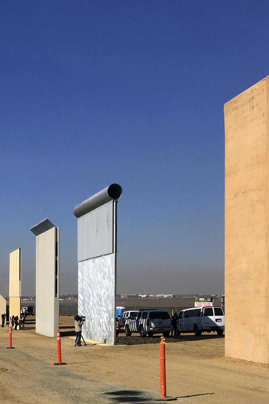 Prototipos de muro para la frontera con México.