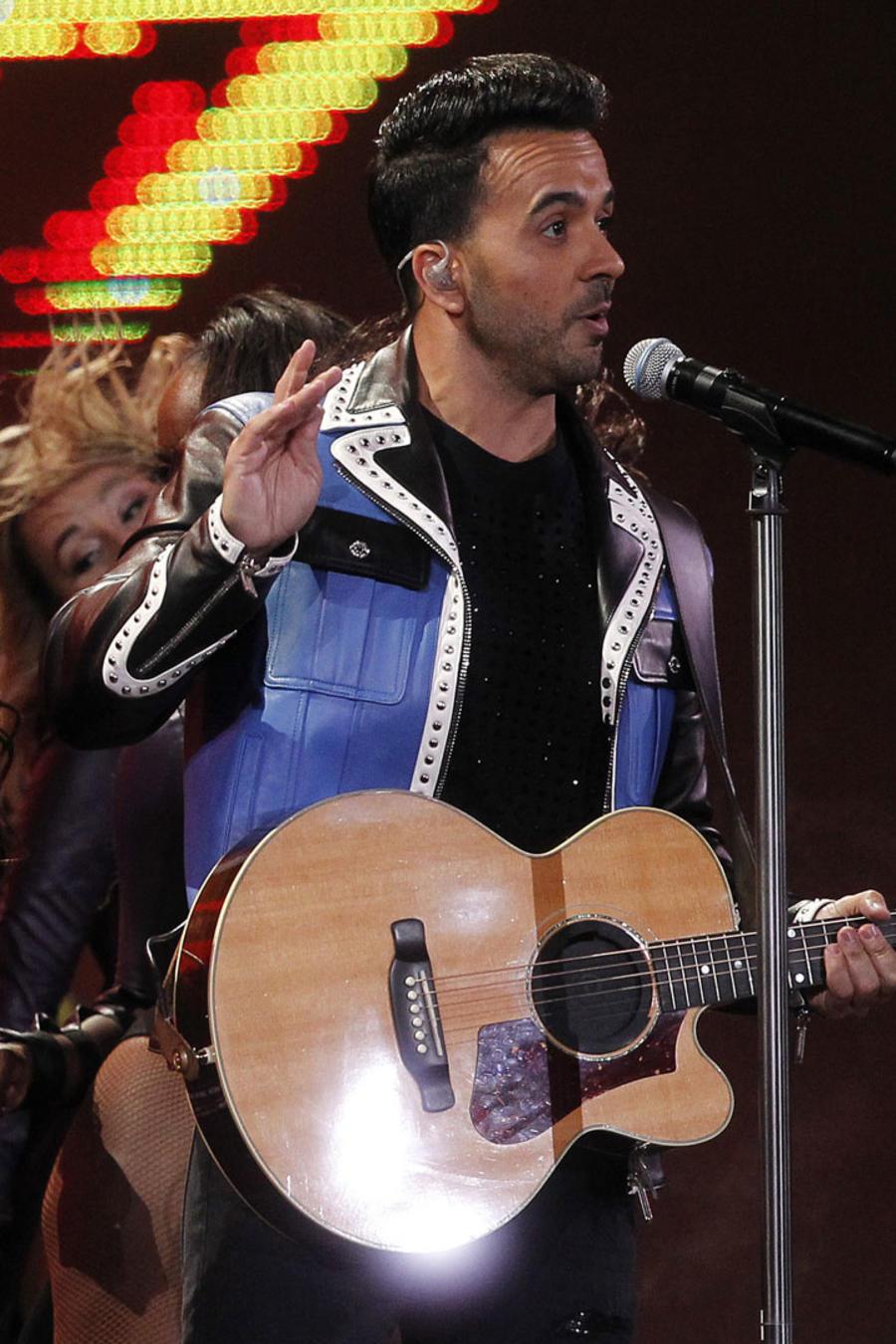 Luis Fonsi cantando en Viña del Mar 2018