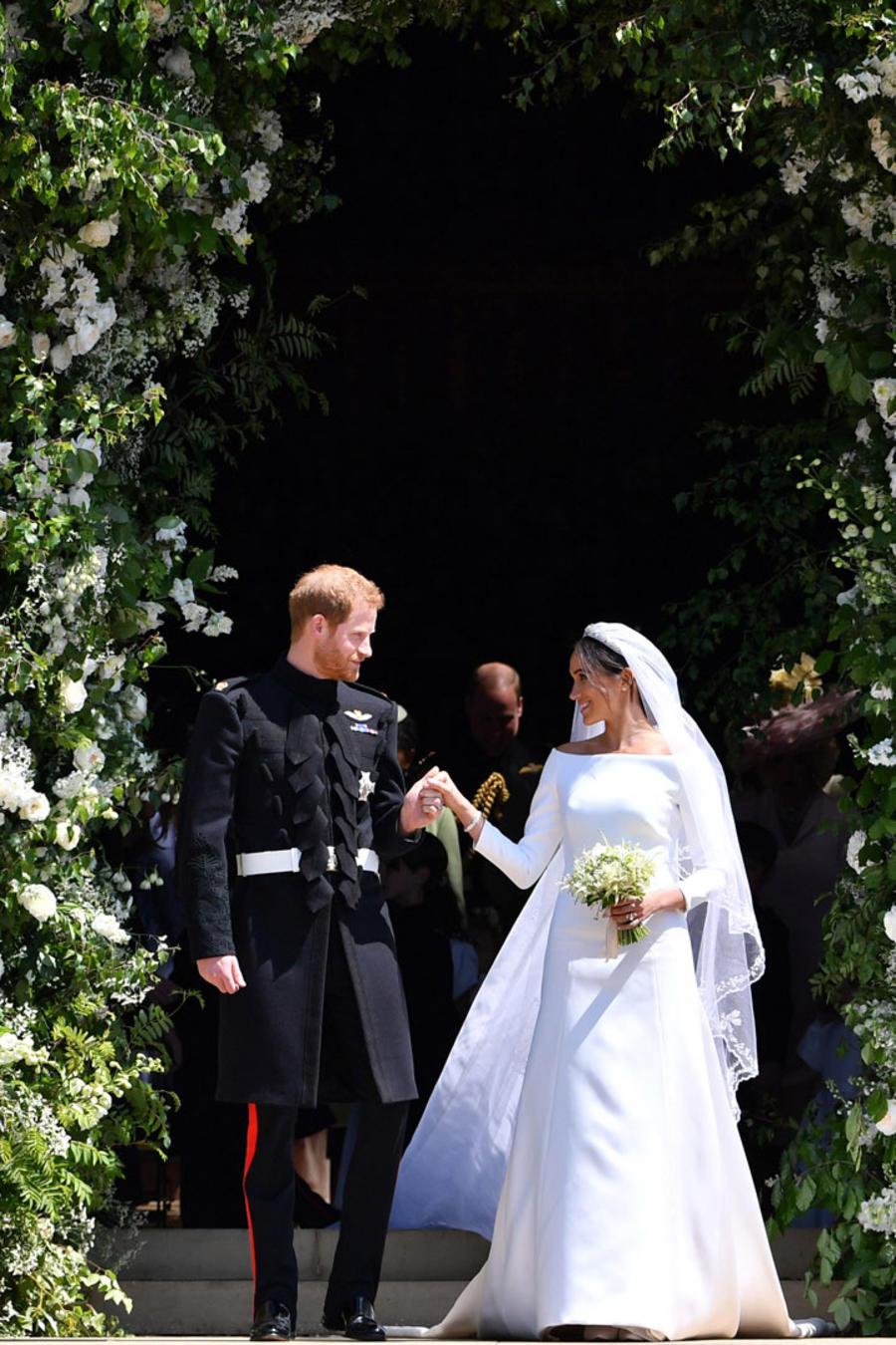 Harry y Meghan saliendo de la capilla de St. George