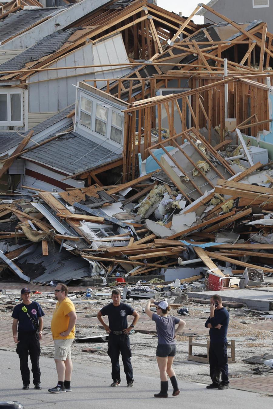 Rescatistas este jueves en Mexico Beach, Florida.
