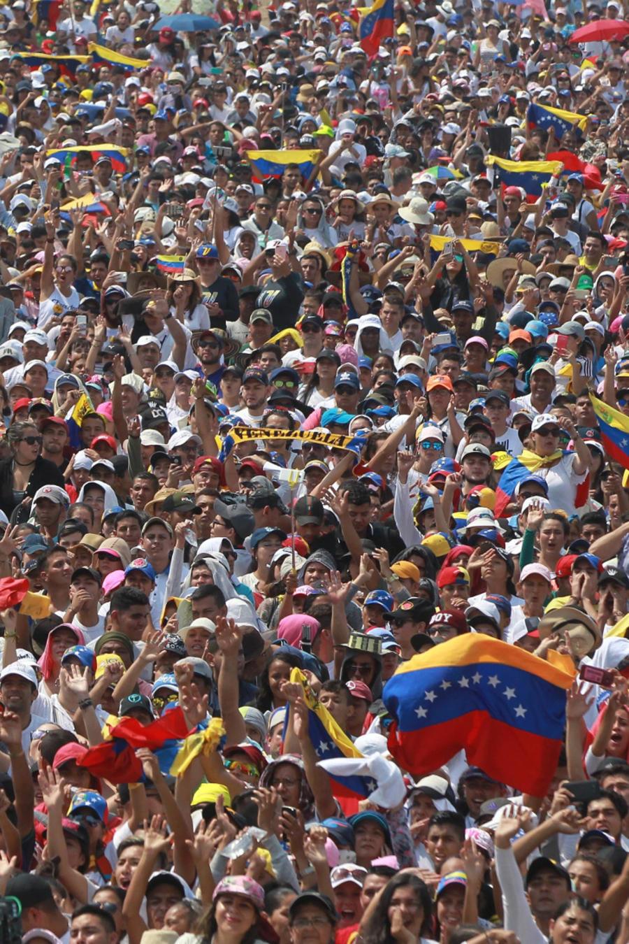 El mundo mira expectante a Venezuela ante la posible entrada de ayuda humanitaria