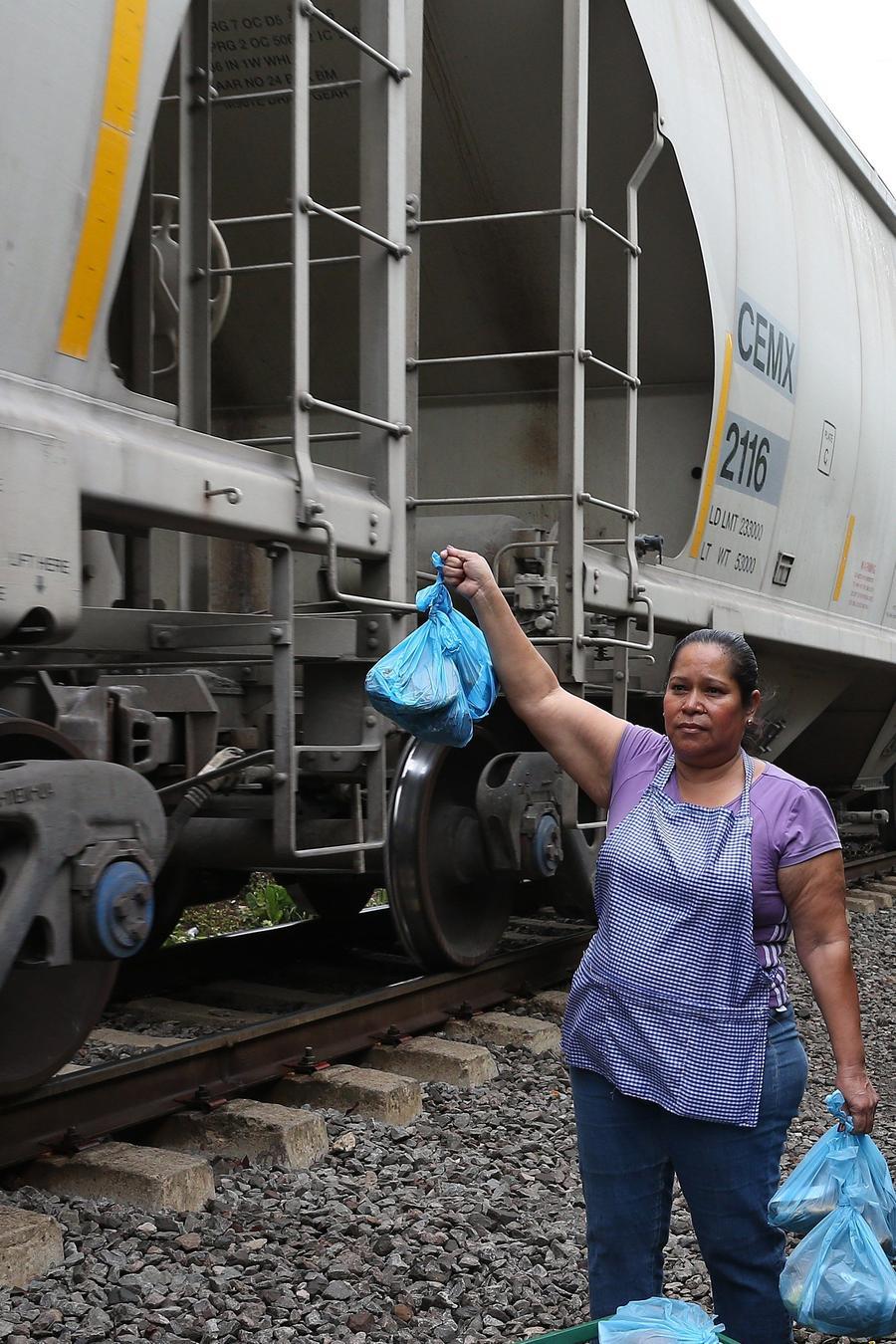Las Patronas que ayudan a migrantes en México: Trump está loco