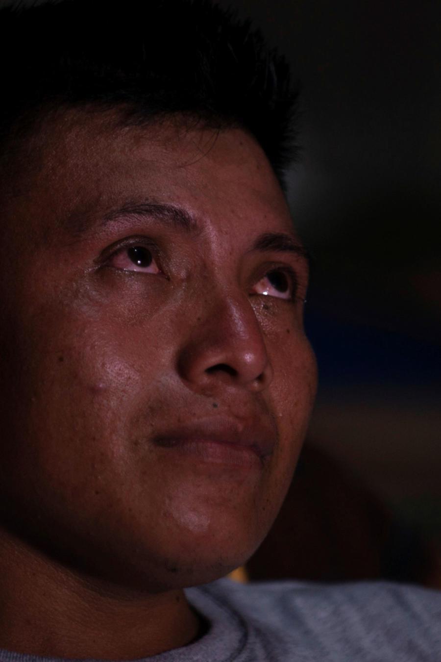 David Xol, padre de Byron, con lágrimas en los ojos en Guatemala