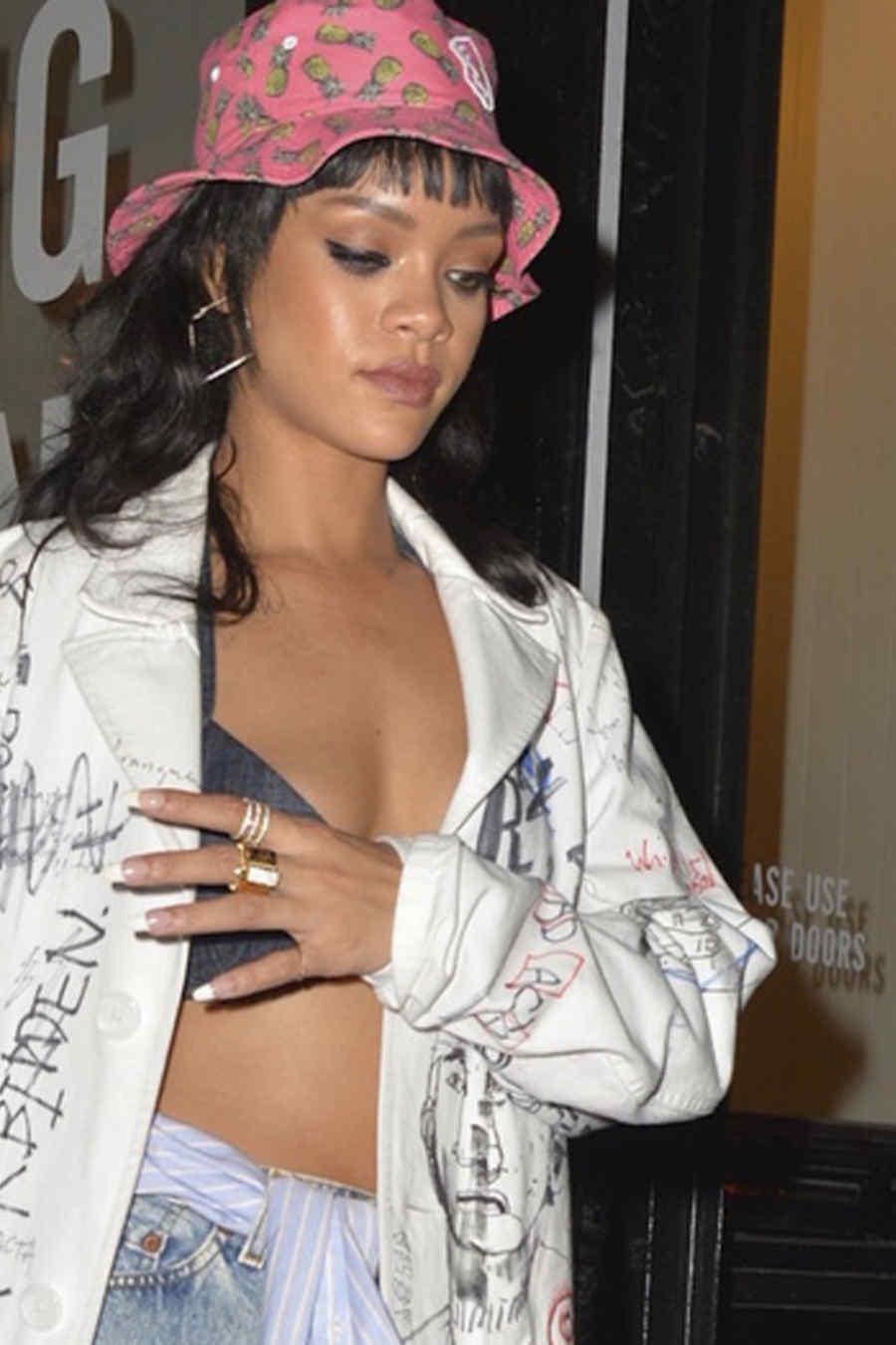 Rihanna en el lanzamiento de M$$ X WT